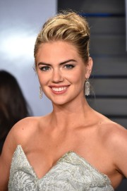 Kate-Upton-2018-Vanity-Fair-Oscar-Party-09.md.jpg
