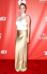 Kate-Upton-MusiCares-Person-of-the-Year-2017-03.md.jpg