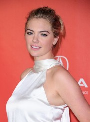 Kate-Upton-MusiCares-Person-of-the-Year-2017-11.md.jpg