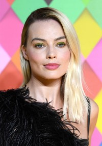 Margot-Robbie---Birds-of-Prey-World-Premiere-018.md.jpg Vettri.Net