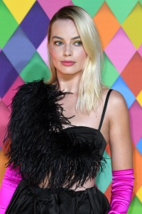 Margot-Robbie---Birds-of-Prey-World-Premiere-025.md.jpg Vettri.Net