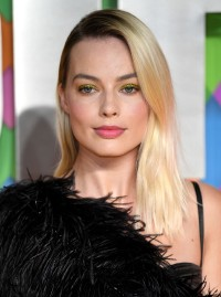 Margot-Robbie---Birds-of-Prey-World-Premiere-098.md.jpg Vettri.Net