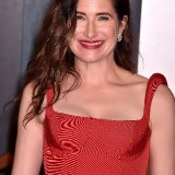 Kathryn-Hahn---2020-Vanity-Fair-Oscar-Party-02