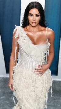 Kim-Kardashian---2020-Vanity-Fair-Oscar-Party-10.md.jpg Vettri.Net