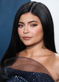 Kylie-Jenner---2020-Vanity-Fair-Oscar-Party-10.md.jpg Vettri.Net