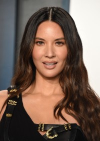 Olivia-Munn---2020-Vanity-Fair-Oscar-Party-02.md.jpg Vettri.Net