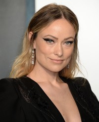 Olivia-Wilde---2020-Vanity-Fair-Oscar-Party-16.md.jpg Vettri.Net