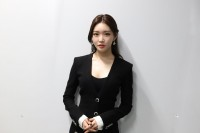 Kim-Chung-Ha---34th-Golden-Disc-Awards-14.md.jpg Vettri.Net