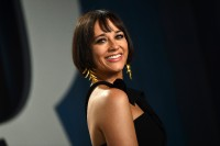Rashida-Jones---2020-Vanity-Fair-Oscar-Party-20.md.jpg Vettri.Net
