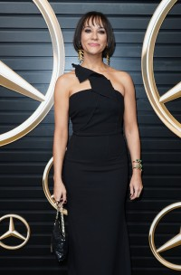 Rashida-Jones---2020-Vanity-Fair-Oscar-Party-44.md.jpg Vettri.Net