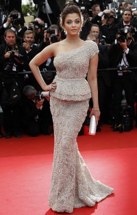 Aishwarya-Rai---64th-Cannes-Opening-Ceremony-46.md.jpg