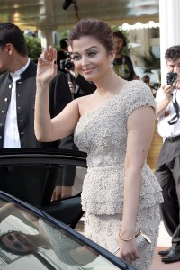 Aishwarya-Rai---64th-Cannes-Opening-Ceremony-73.md.jpg
