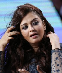 Aishwarya-Rai---Canal-TV-show-Le-Grand-Journal-09.md.jpg