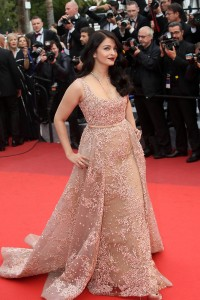 Aishwarya-Rai---Cannes-2016---The-BFG-Premiere---51.md.jpg