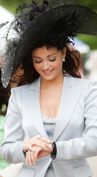 Aishwarya-Rai---Gavin-Smith-Photoshoot-2009---02.md.jpg