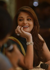 Aishwarya-Rai---Raavan-Movie-Promotional-Campaign-HYD---18.md.jpg