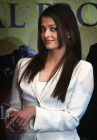 Aishwarya-Rai---The-Unforgetable-Tour-Photocall-04.md.jpg