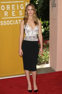 Jennifer-Lawrence---Hollywood-FPA-2012-Luncheon-056.md.jpg