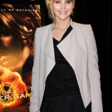 Jennifer-Lawrence---The-Hunger-Games-Cast-At-Broward-Mall-01