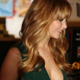 Jennifer-Lawrence---The-Hunger-Games-Cast-Signing-11
