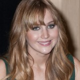 Jennifer-Lawrence---The-Hunger-Games-Cast-Signing-62