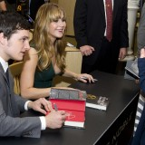 Jennifer-Lawrence---The-Hunger-Games-Cast-Signing-67