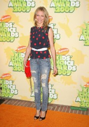 Cameron-Diaz---Nickelodeons-22nd-Annual-Kids-Choice-Awards-16.md.jpg