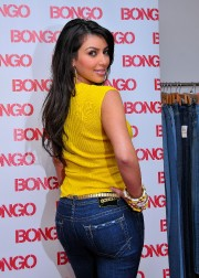 Bongo-Spokesperson-Kim-Kardashian-at-LA-Market-06.md.jpg