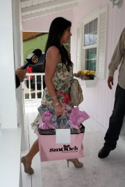 Kim-Kardashian---Jessica-Albas-Baby-Shower-at-Ever-After-Teahouse-16.md.jpg