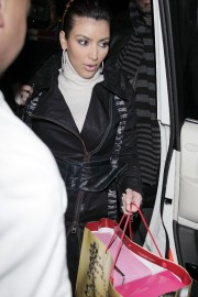 Kim-Kardashian---Leaving-Mr-Chows-Restaurant-26th-Dec-04.md.jpg