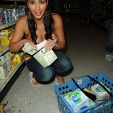 Kim-Kardashian-At-Rite-Aid-in-Beverly-Hills-06