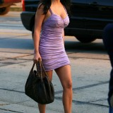 Kim-Kardashian-Eats-Ice-Cream-In-Beverly-Hills-06