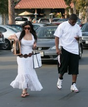 Kim-Kardashian-Sightings-In-Malibu-08.md.jpg