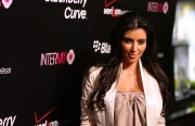 Kim-Kardashian---Launch-Party-For-The-New-BlackBerry-8330-Pink-Curve-14.md.jpg