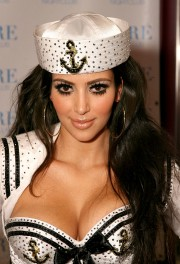 Kim-Kardashian-Performs-With-The-Las-Vegas-Pussycat-Dolls-At-PURE-Nightclub-18.md.jpg