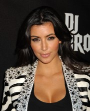 Kim-Kardashian---DJ-Hero-Launch-03.md.jpg