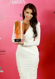Kim-Kardashian---Hollywood-Life-6th-Hollywood-Style-Awards-12.md.jpg