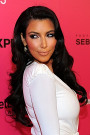 Kim-Kardashian---Hollywood-Life-6th-Hollywood-Style-Awards-25.md.jpg