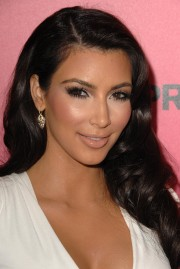 Kim-Kardashian---Hollywood-Life-6th-Hollywood-Style-Awards-36.md.jpg