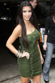 Kim-Kardashian---Live-With-Regis-And-Kelly-Show-Taping-21.md.jpg