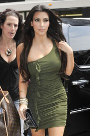 Kim-Kardashian---Live-With-Regis-And-Kelly-Show-Taping-24.md.jpg