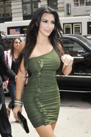 Kim-Kardashian---Live-With-Regis-And-Kelly-Show-Taping-28.md.jpg
