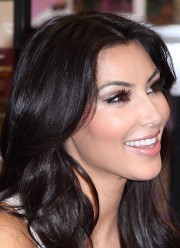 Kim-Kardashian---Meet-and-Greet-In-Miami-14.md.jpg