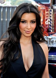 Kim-Kardashian---Premiere-Of-Transformers-Revenge-of-the-Fallen-Los-Angeles-Premiere-03.md.jpg