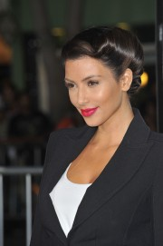 Kim-Kardashian---Premiere-of-Warner-Bros-Whiteout-11.md.jpg