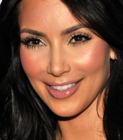 Kim-Kardashian-Hosts-The-Queen-Of-Hearts-Ball-03.md.jpg