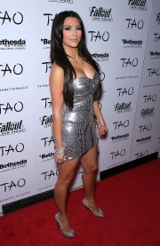 Kim-Kardashians-30th-Birthday-at-TAO-at-The-Venetian-16.md.jpg