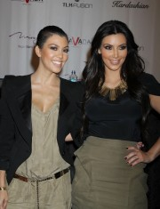 The-Kardashians-For-Press-Conference-At-The-Mirage-27.md.jpg