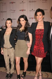 The-Kardashians-For-Press-Conference-At-The-Mirage-37.md.jpg