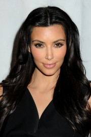 Kim-Kardashian---Clothing-Drive-For-My-Friends-Place-20.md.jpg